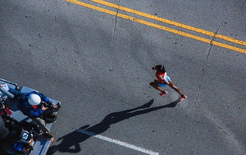 Courir au rythme du record monde du marathon