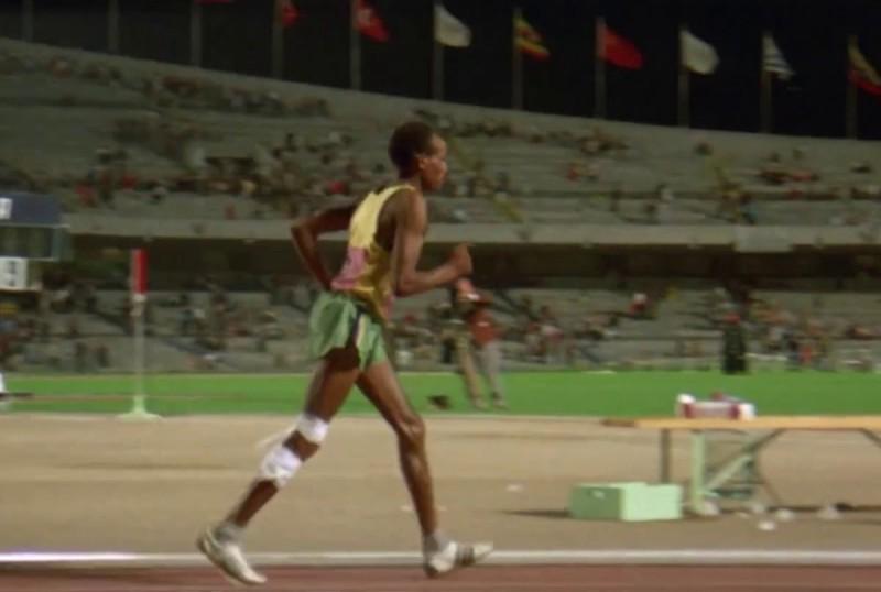 Finir ce marathon olympique, le rêve de John Akhwari