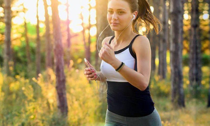 Ecouter de la musique en courant fait-il courir plus vite ?