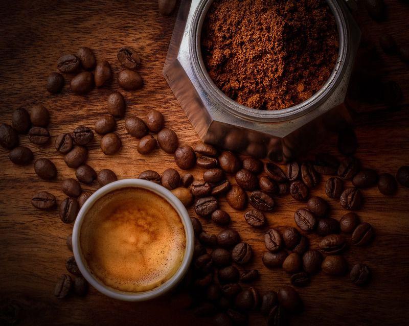 Un café apporte entre 100 et 200mg de caféine par tasse